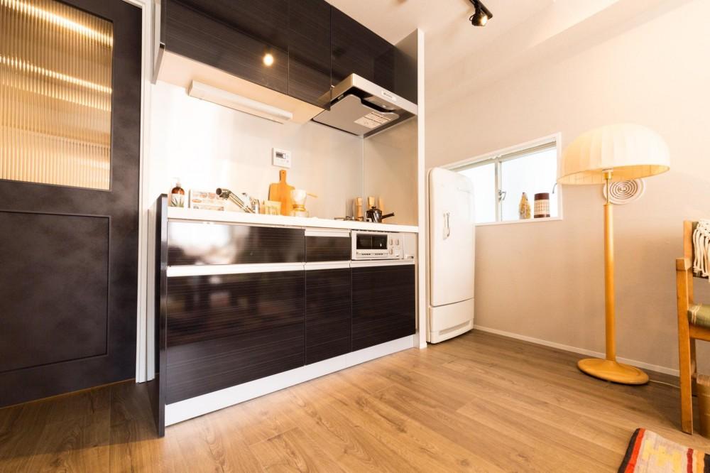 20代で叶えたわたしの小さなアトリエ空間 (使いやすい壁付けキッチン)
