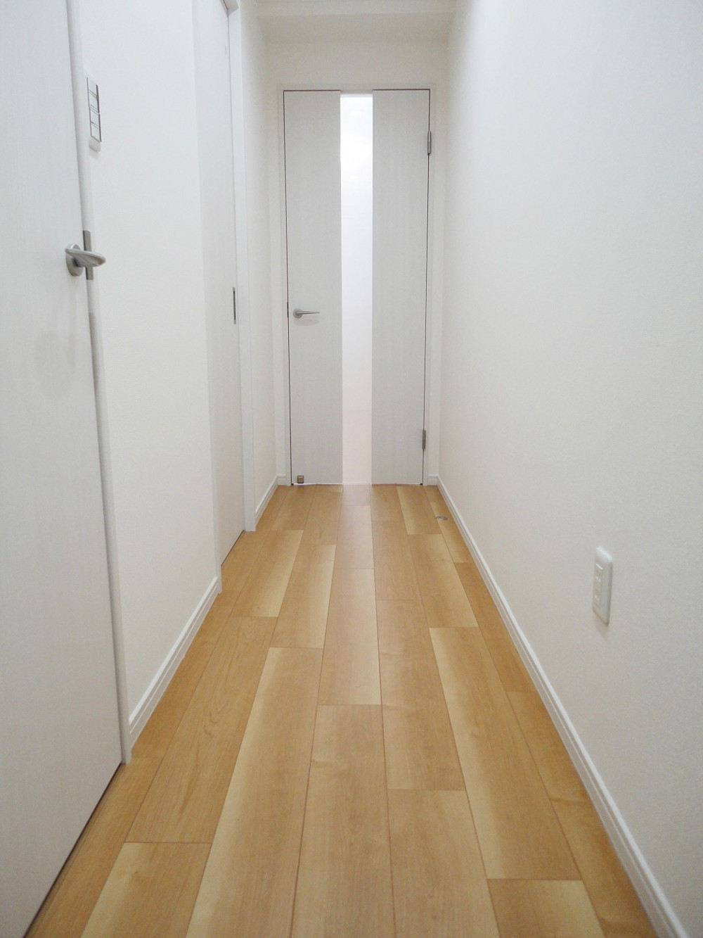 ぬくもり漂うナチュラル空間 (廊下)