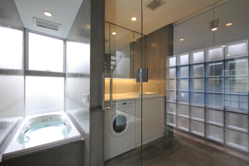広尾の家の部屋 浴室~洗面室