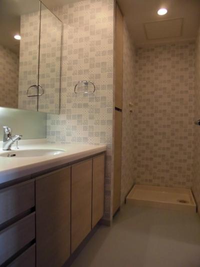 洗面室 (松とナラの木肌の美しさとやさしい風合いの空間での至福のひと時)