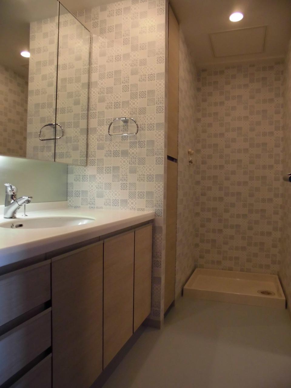 バス/トイレ事例:洗面室(松とナラの木肌の美しさとやさしい風合いの空間での至福のひと時)