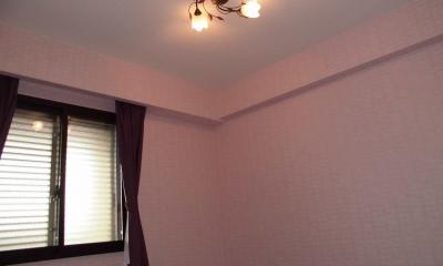 松とナラの木肌の美しさとやさしい風合いの空間での至福のひと時 (洋室)