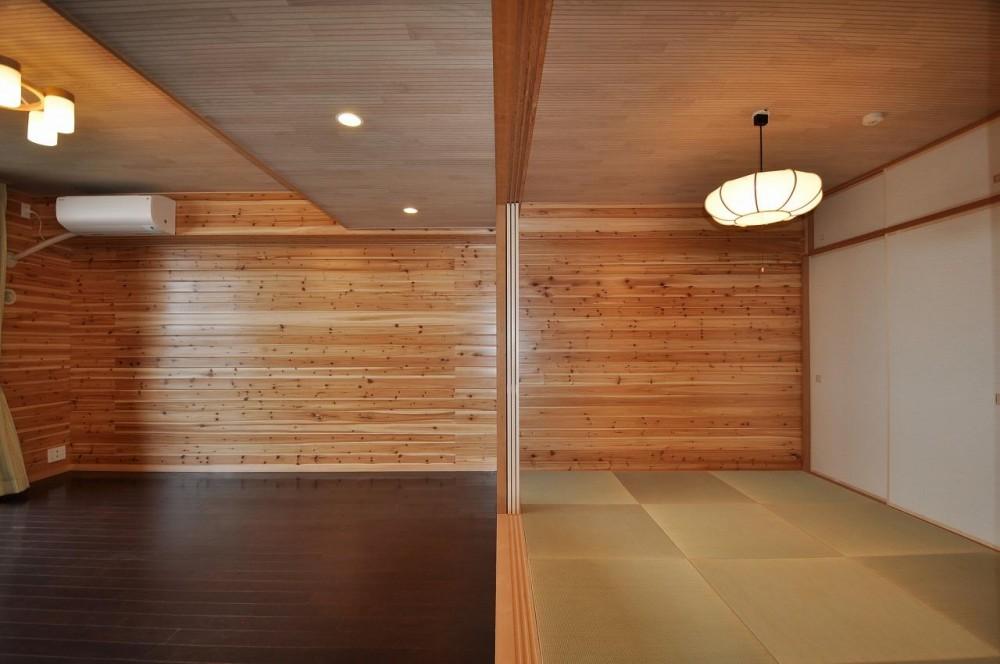 松とナラの木肌の美しさとやさしい風合いの空間での至福のひと時 (リビングと隣接する和室)