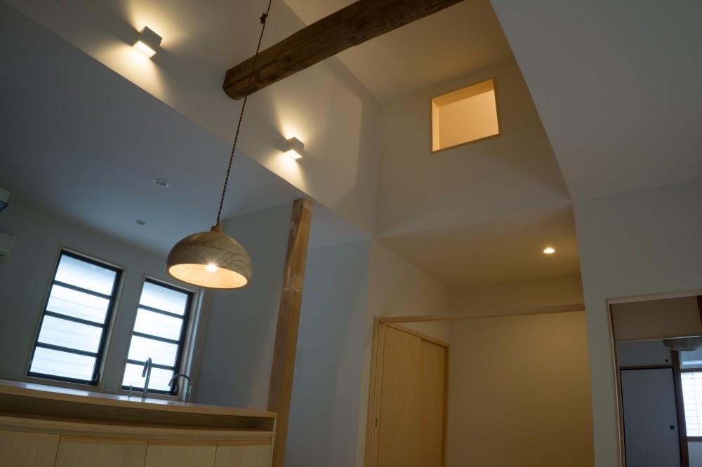 『武蔵境の家』 日本家屋と庭を生かした家族が集う空間へのリノベーション (居間とロフト)