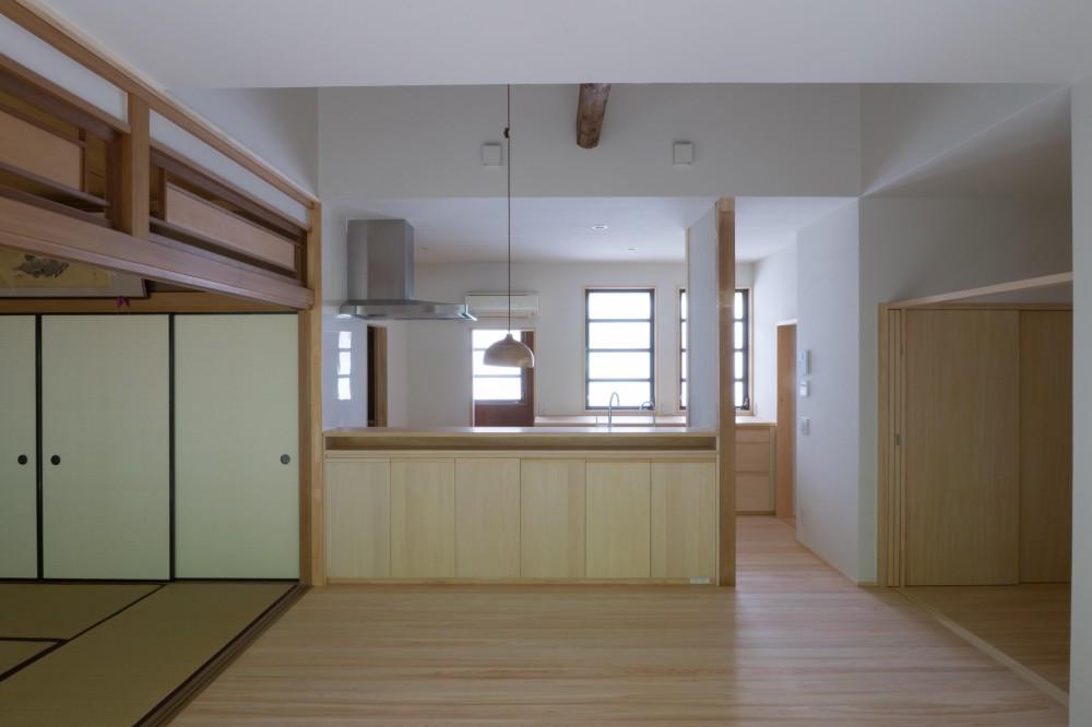 『武蔵境の家』 日本家屋と庭を生かした家族が集う空間へのリノベーション (台所)