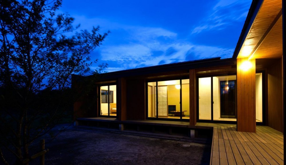 鹿屋の家 (縁側の夜景)