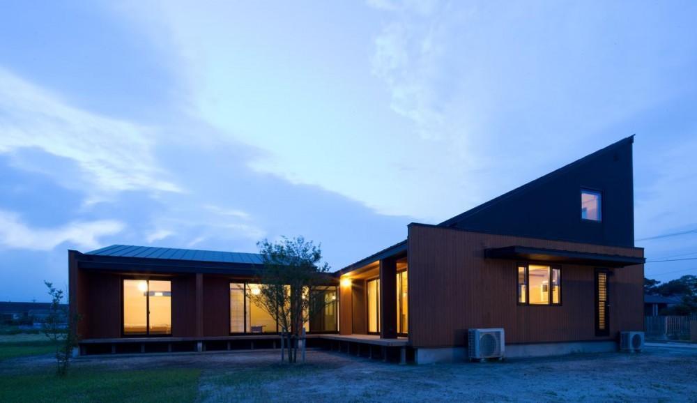 鹿屋の家 (東外観の夜景)