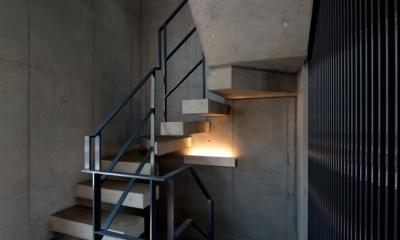 福生の家 (階段)