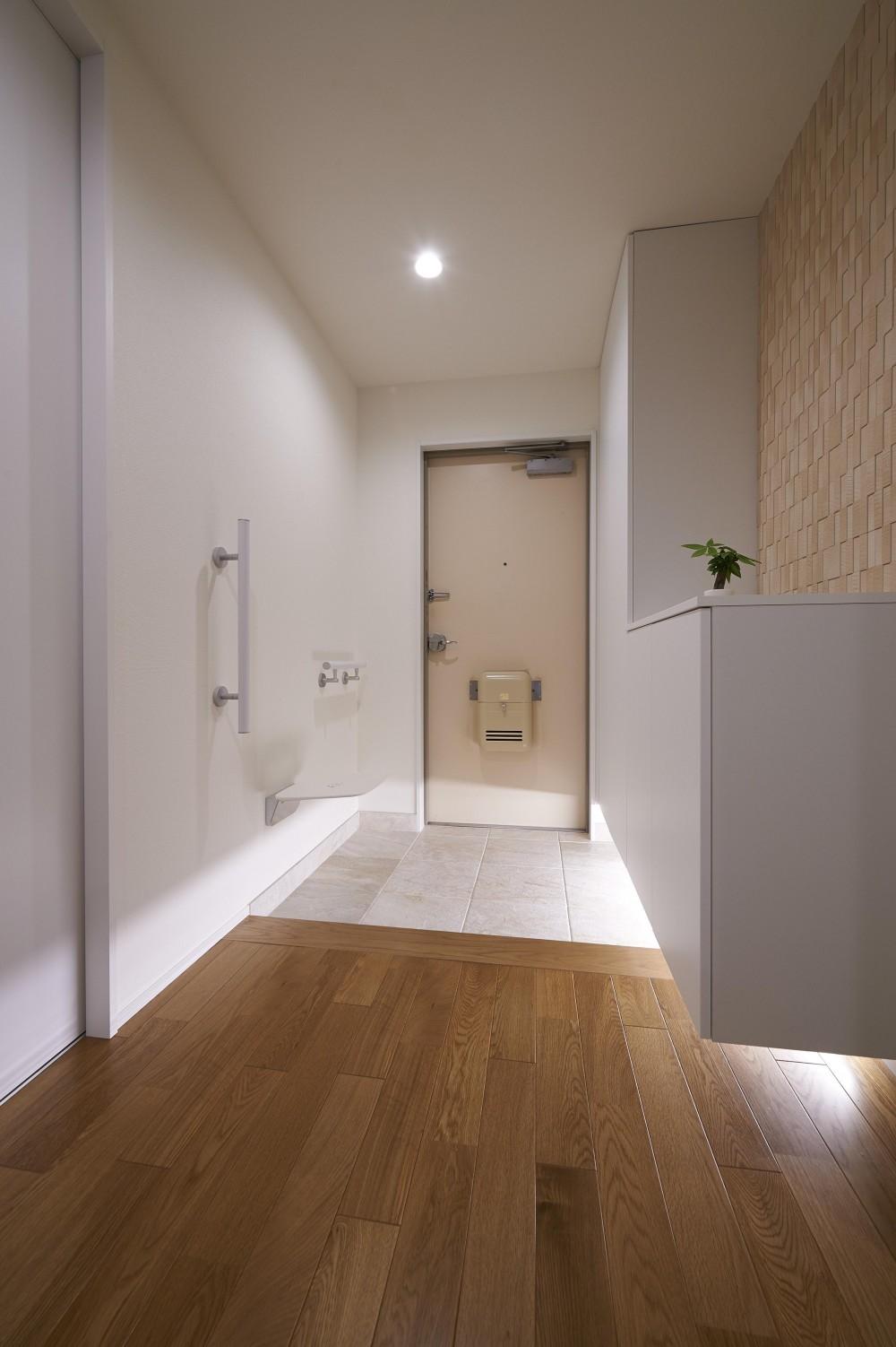 環境利便性を備えた立地にリタイヤ後に焦点を当てたバリアフリータイプ (玄関)
