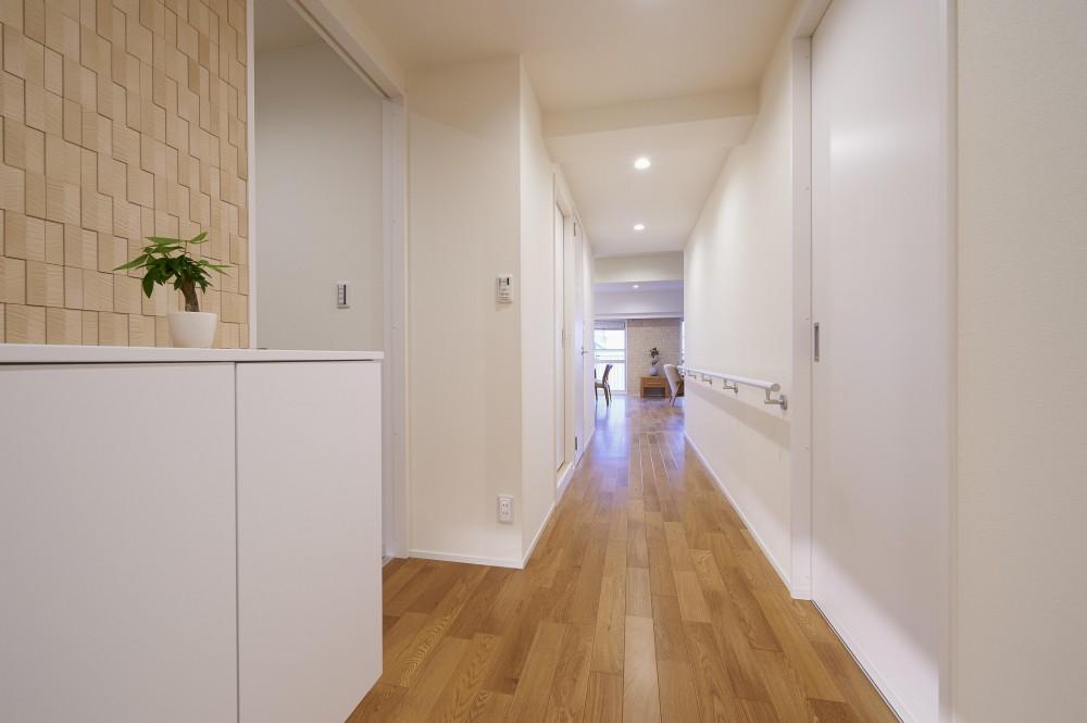 環境利便性を備えた立地にリタイヤ後に焦点を当てたバリアフリータイプ (廊下)