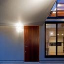 コンクリート平板を敷いた玄関アプローチ