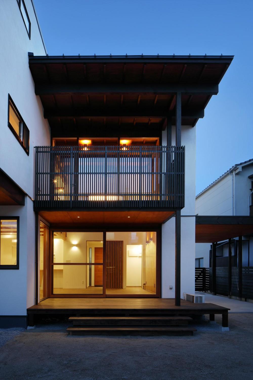 本町の家(H邸) (庭側の夕景)