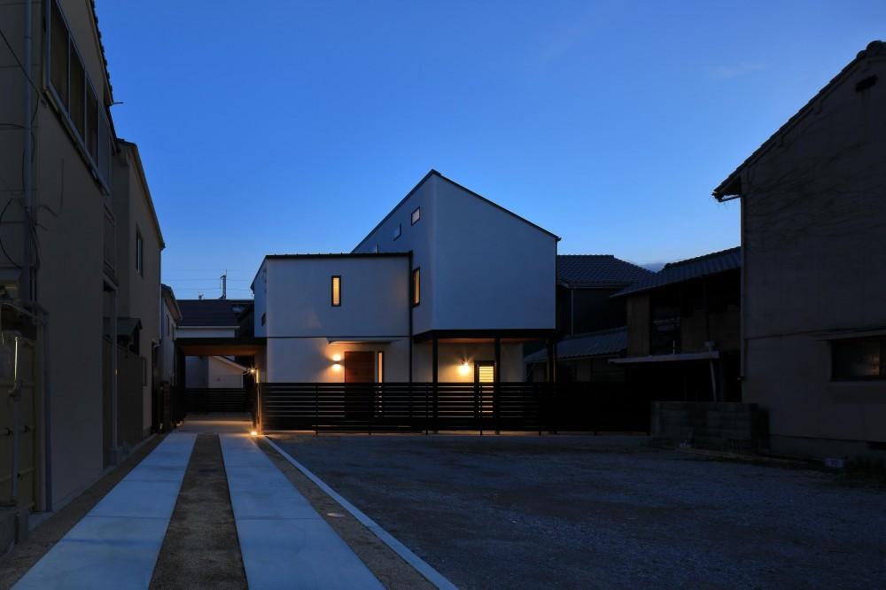 本町の家(H邸) (アプローチからの夕景)