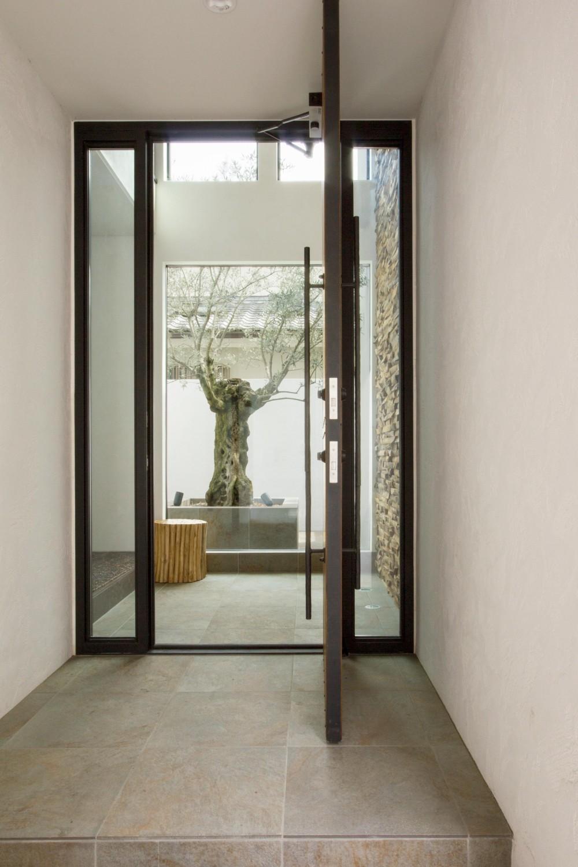 東京の住宅 (玄関)