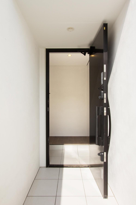 横浜の住宅 (玄関)