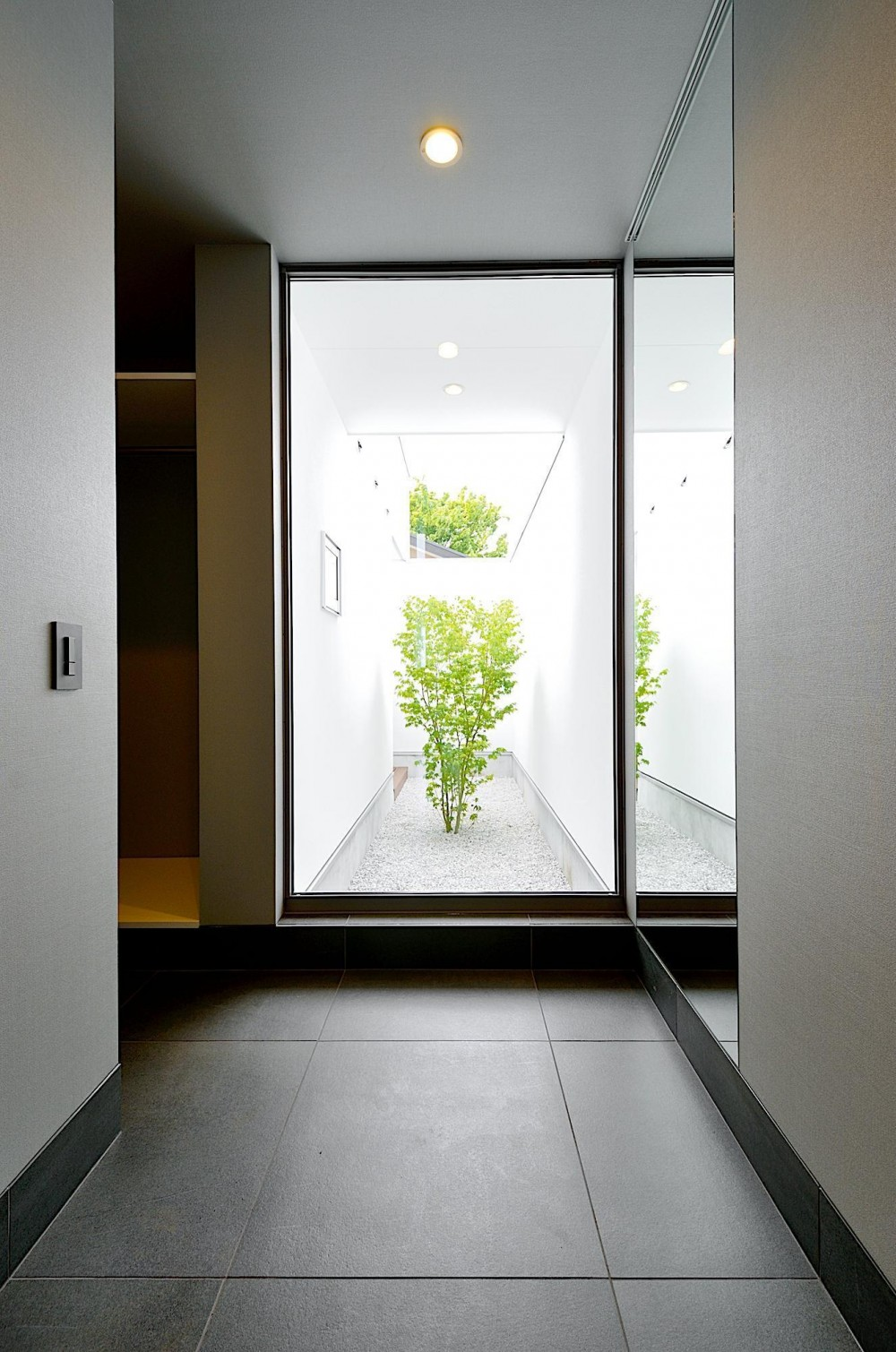 A-House (玄関ホール)