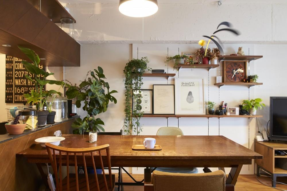 LISSE-家具選びと配置がポイント。物が多くてもリラックスできる空間 (リビング)