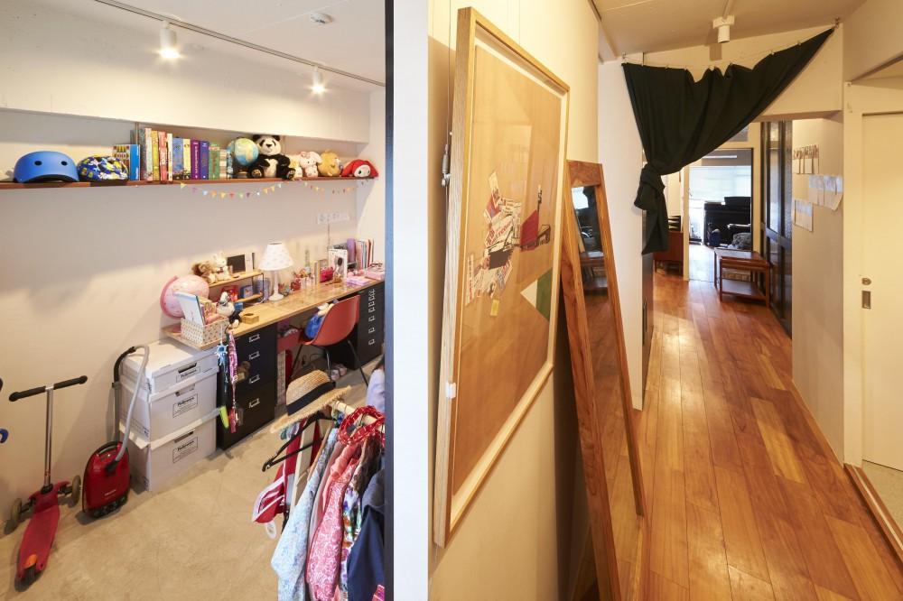 LISSE-家具選びと配置がポイント。物が多くてもリラックスできる空間 (廊下)