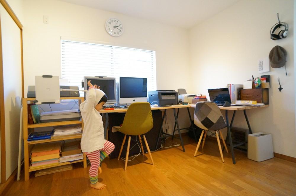 笑顔あふれる理想の住まい、二世帯戸建リノベーション (書斎)