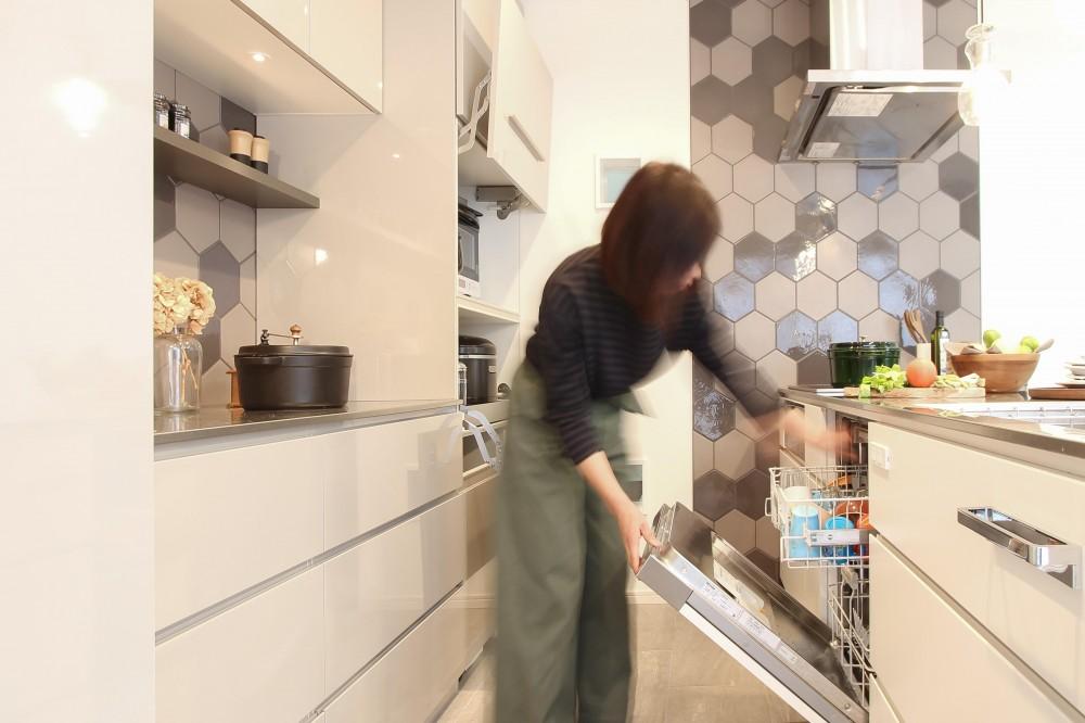 カフェのようにくつろげる空間…《オーダーキッチン》 (洗浄力やデザイン性に優れたミーレの食洗機)