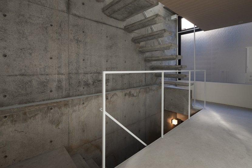下北沢のコーポラティブハウスD (階段)