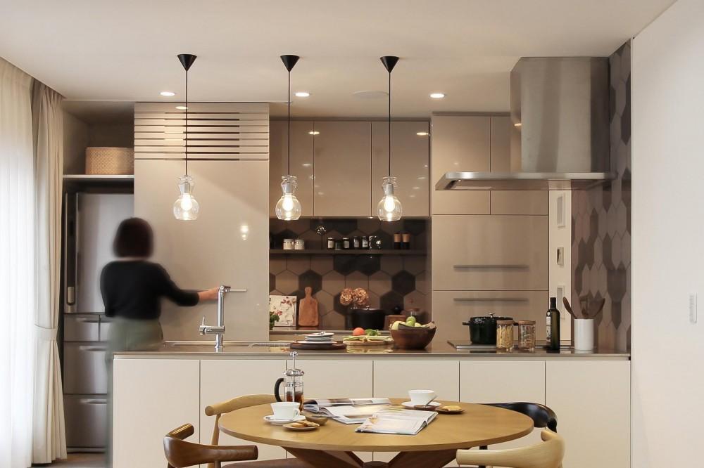 カフェのようにくつろげる空間…《オーダーキッチン》 (キッチン)