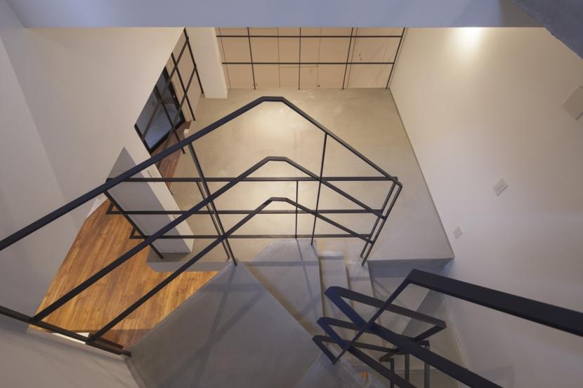 下北沢のコーポラティブハウスC (階段)