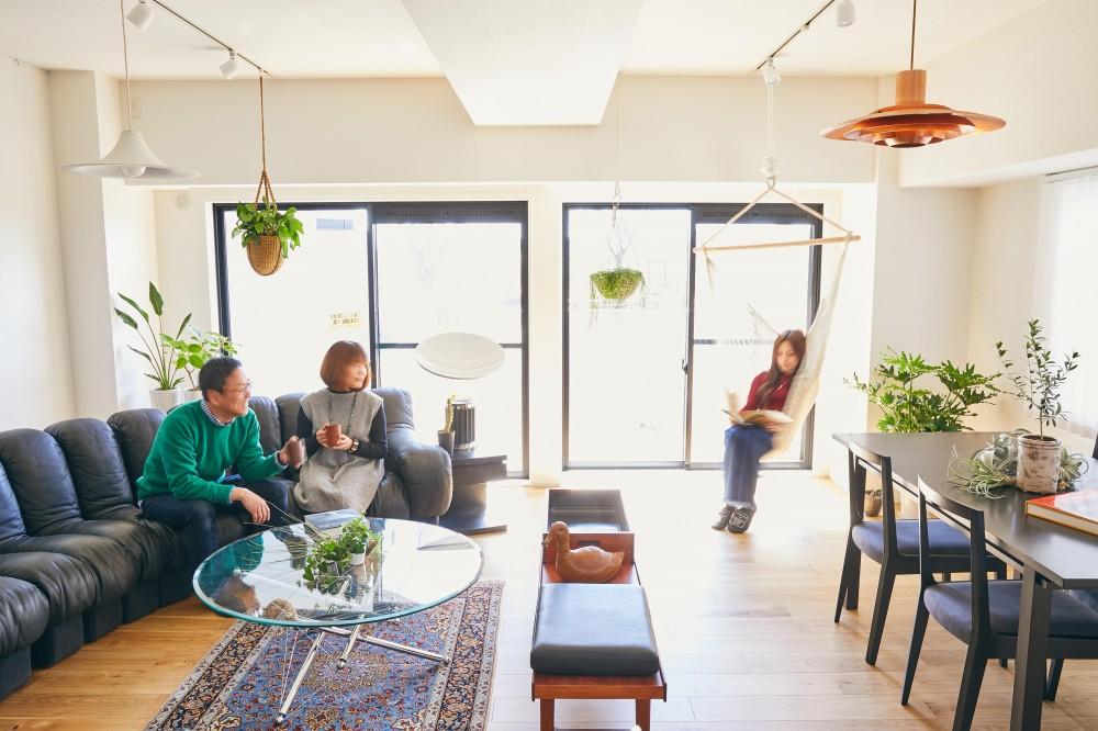 ゆとりを楽しむオープンキッチンの家 (リビング・ダイニング)