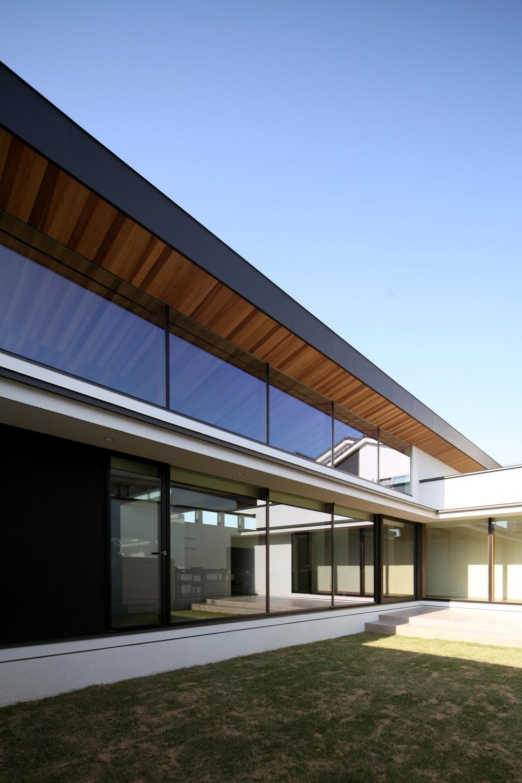 津紬の家(つむぎのいえ)~大きな勾配屋根の家~ (中庭)