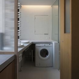 下北沢のコーポラティブハウスA (洗面室)