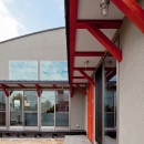 (東京都あきる野市)武蔵増戸のR屋根の家の写真 玄関までのアプローチ空間