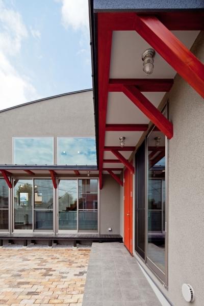 (東京都あきる野市)武蔵増戸のR屋根の家 (玄関までのアプローチ空間)