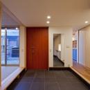 (東京都あきる野市)武蔵増戸のR屋根の家の写真 玄関土間スペースは離れの(建具を開放すると)和室と一体に活用出来る
