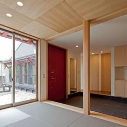 (東京都あきる野市)武蔵増戸のR屋根の家 (和室と玄関土間空間は一体感を意識して)