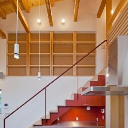 (東京都あきる野市)武蔵増戸のR屋根の家 (キッチン空間と階段の空間の一体化)