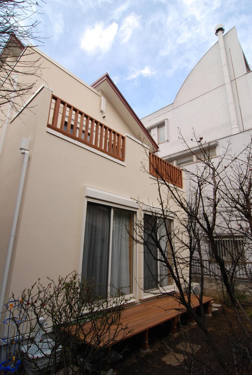 親家の隣に建つ住まい~建築家紹介サイトでの出会い~ (濡れ縁、2階テラス、屋上テラス)