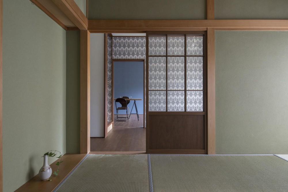 借家の家|賃貸向け一戸建てのローコストリノベーション【奈良市】 (和室から玄関ホール、さらにリビングを見通す。)