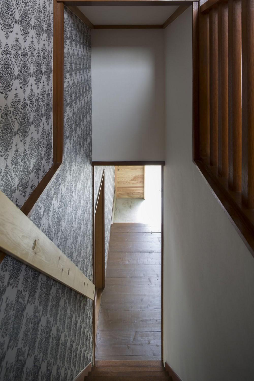 借家の家|賃貸向け一戸建てのローコストリノベーション【奈良市】 (階段から見下ろし)