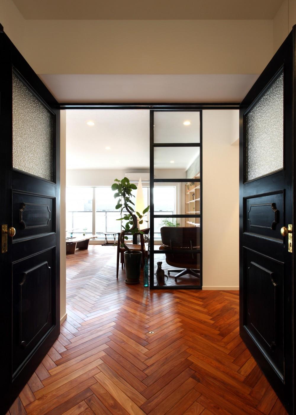 ヴィンテージマンション×リノベーションで理想の住まいを実現 (廊下)