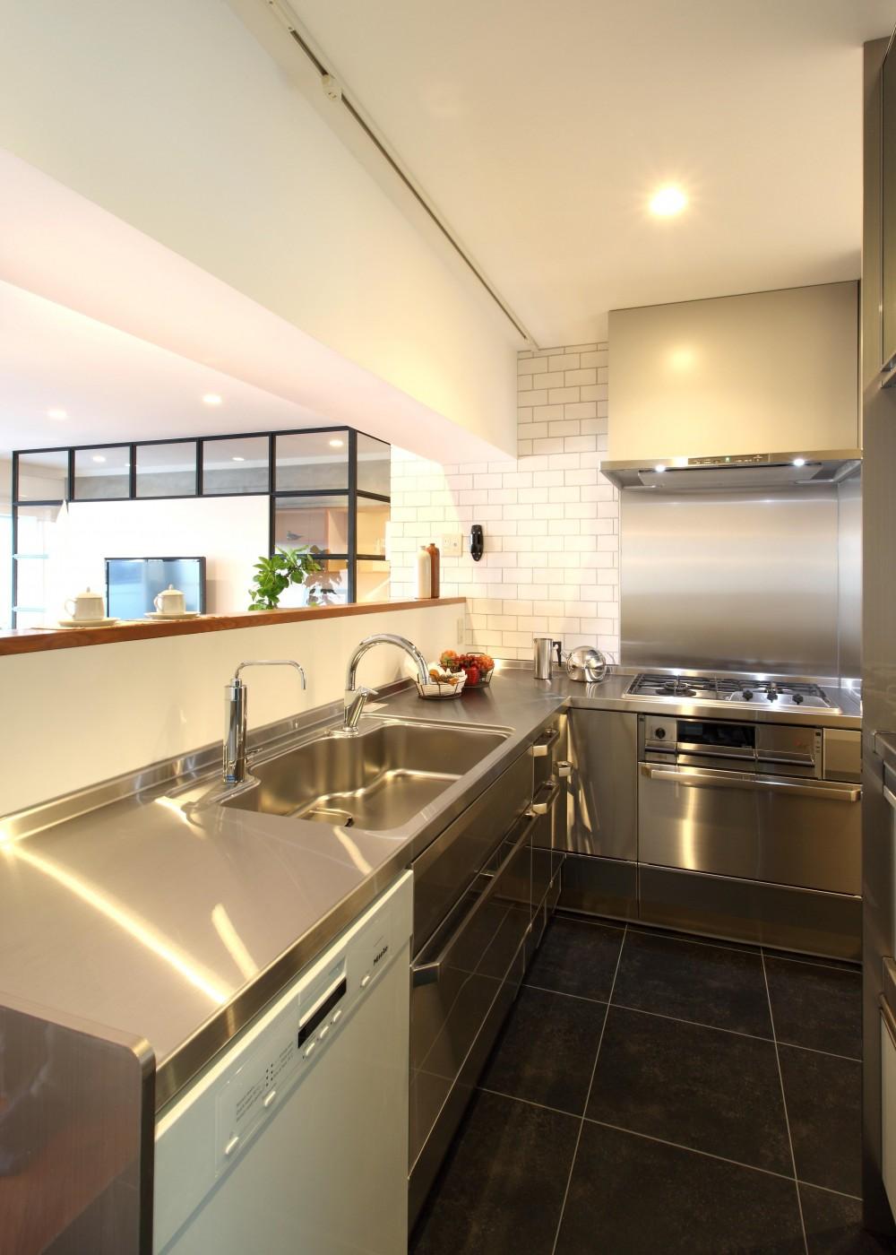 ヴィンテージマンション×リノベーションで理想の住まいを実現 (キッチン)