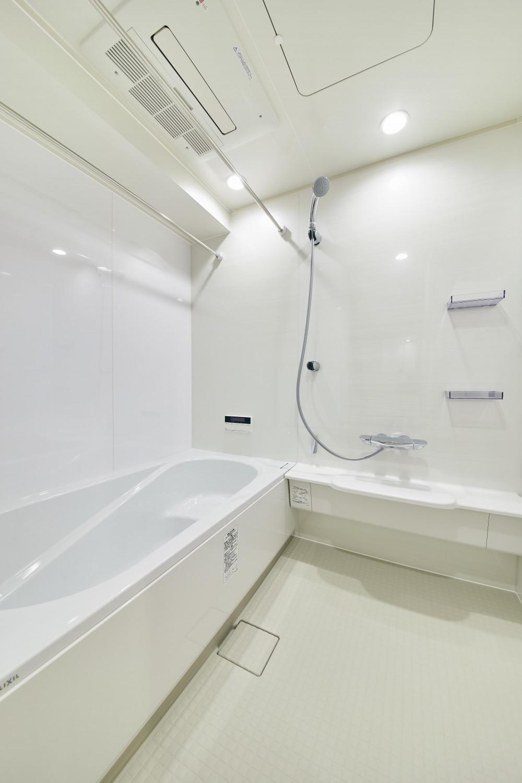 素材感にこだわった北欧スタイルの家 (浴室)