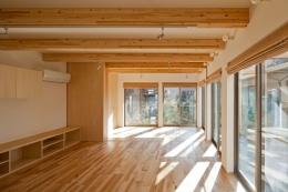 木格子の家/石神井台の二世帯住宅 (1階親世帯のフロアは大人数で食事ができる事を配慮)