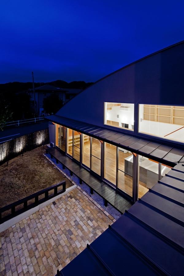 (東京都あきる野市)武蔵増戸のR屋根の家の部屋 2階バルコニーから見下ろした庭およびその周辺