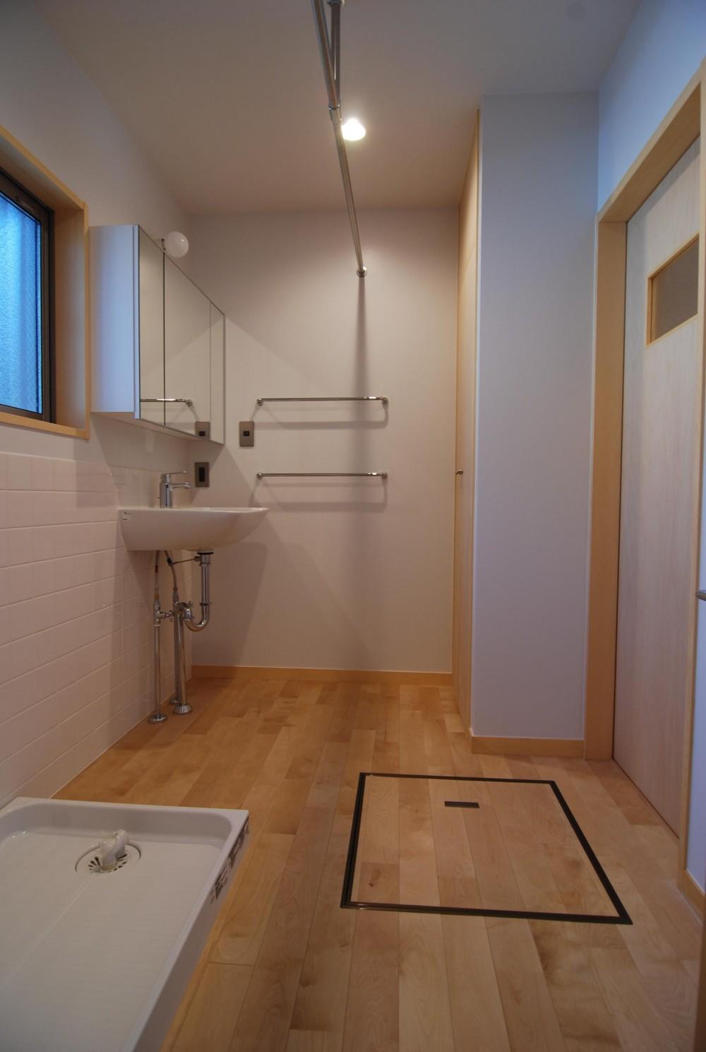 個性ある上下分離2世帯住宅~それぞれにかかる工事費を明確にしながらの住まいづくり~ (洗面・脱衣室)
