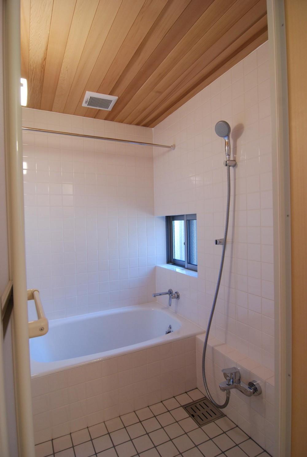 個性ある上下分離2世帯住宅~それぞれにかかる工事費を明確にしながらの住まいづくり~ (浴室)