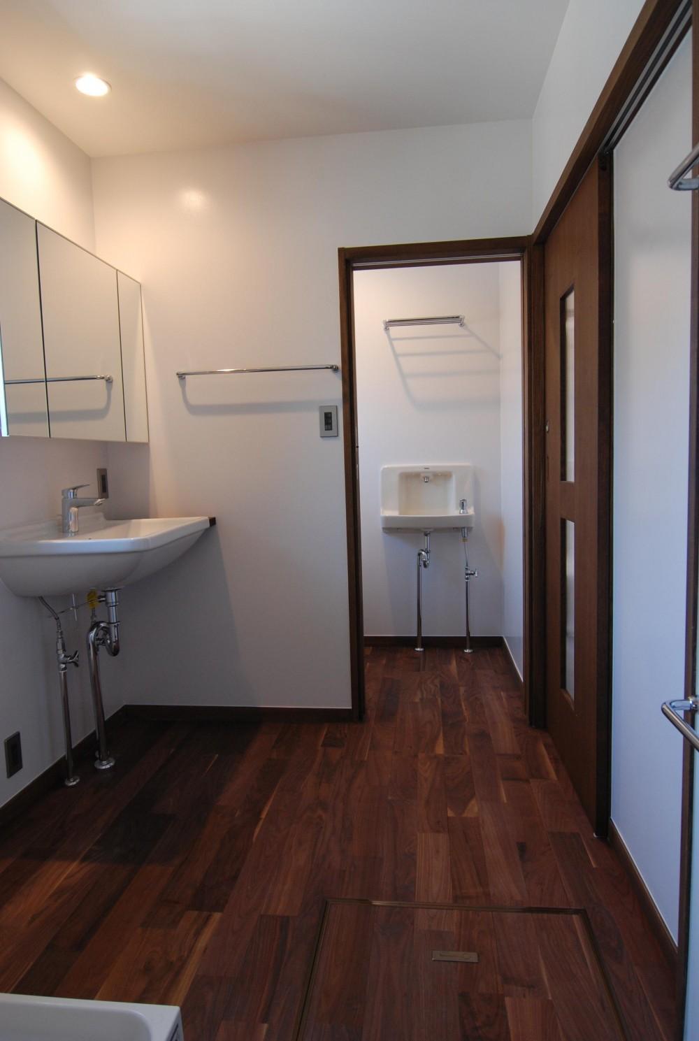 個性ある上下分離2世帯住宅 (洗面・脱衣室)