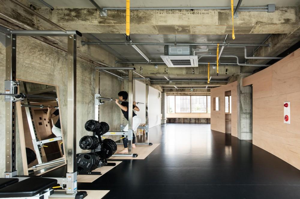 Fitnessclub weworkout (マシンスペースよりフィットネススペースを見る)