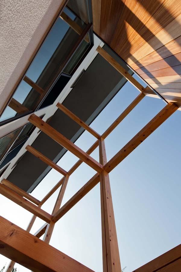 木格子の家/石神井台の二世帯住宅の部屋 木格子の見上げ