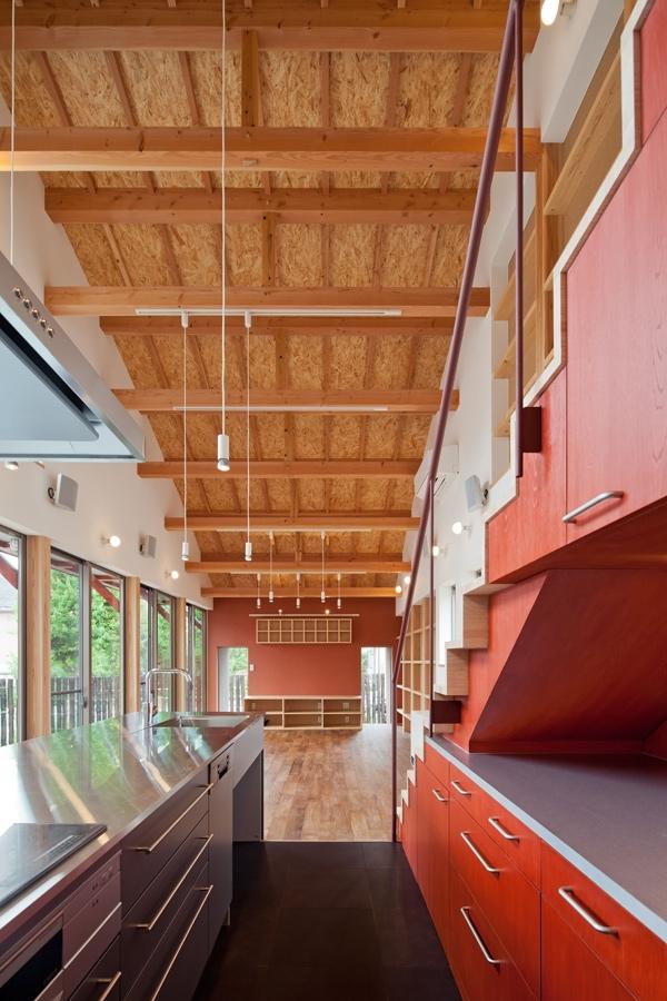 (東京都あきる野市)武蔵増戸のR屋根の家の部屋 キッチンからリビング方面をみる
