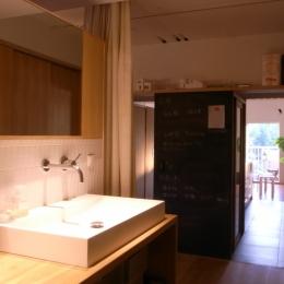 私たちの家 (オープンな洗面室)